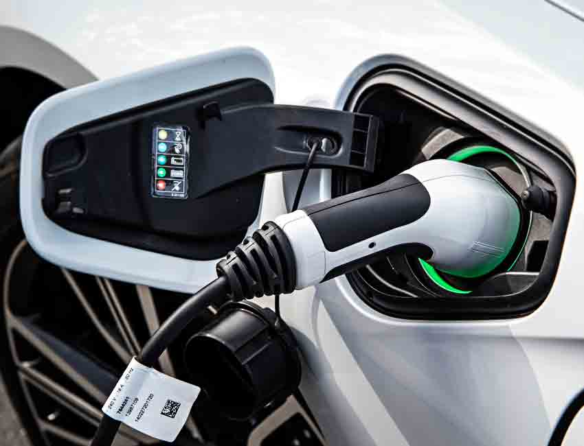 BMW i8 Plug-in Hybrid Coupe Performance Charging